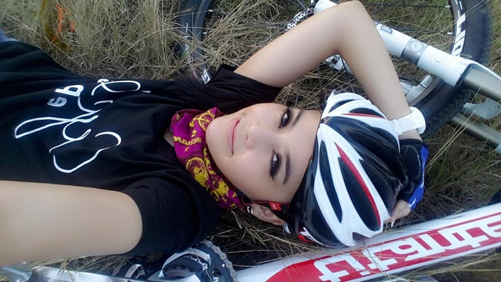 aorry_cooper_lee_selfie_bikegirls
